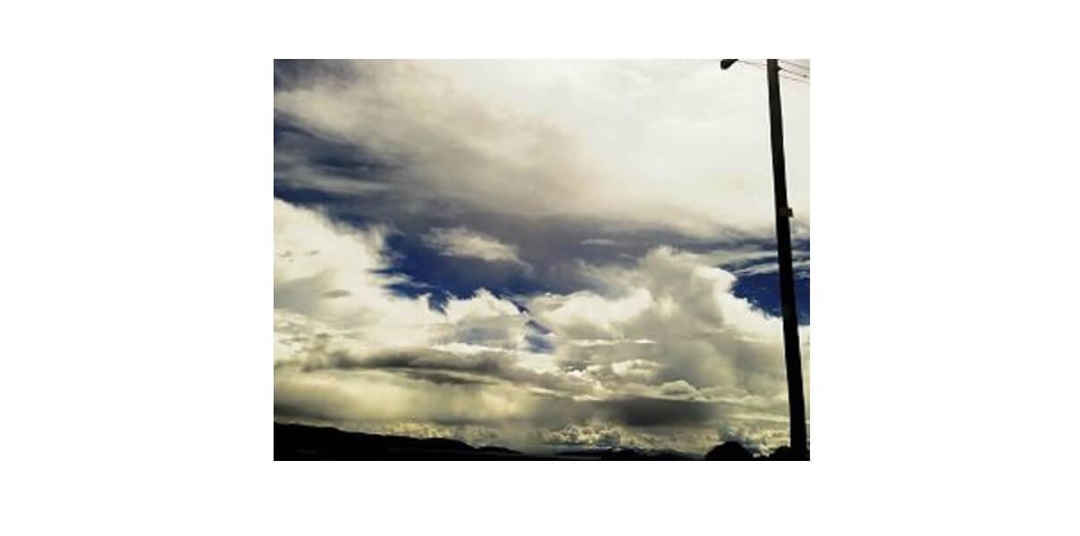 台風後の暴風の画像