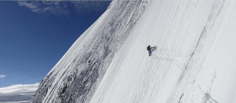 平出和也の画像 カラコルム登山 雪山の壁をトラバース