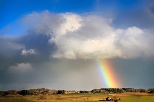 空の雲と虹