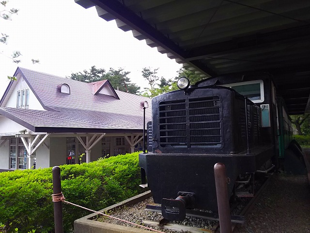 アクアマリンいなわしろカワセミ水族館外 常設 ディーゼル機関車