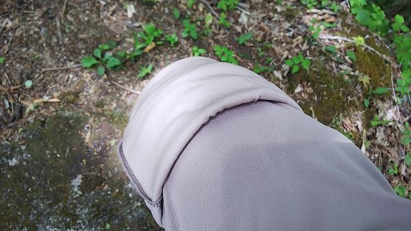 ユニクロ EZYアンクルパンツ 膝まくり