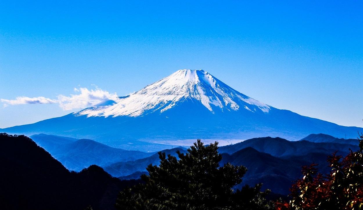 富士山遠景 青空と富士山