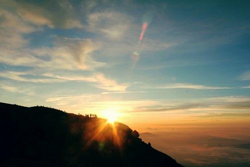 甲武信岳登山で見たい 御来光