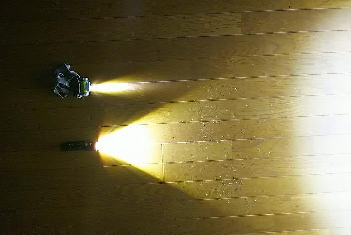 登山ライトメーカー レッドレンザーのヘッドライト MT10 1000ルーメンの光量比較 45ルーメンライトと
