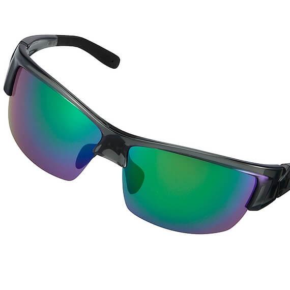 ユニクロ スポーツサングラス  斜めになっているサングラス