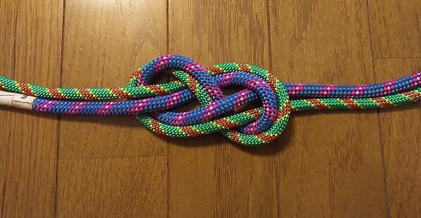 沢登り初心者装備のロープ同士を結ぶ エイトノット