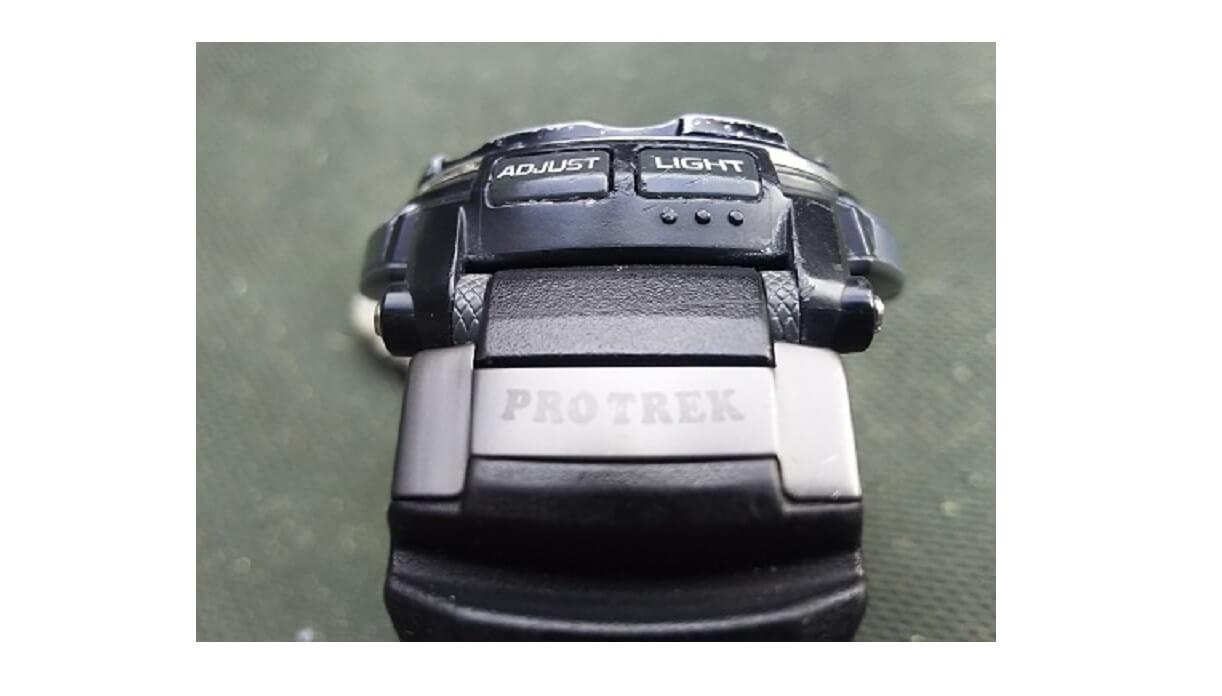 カシオ プロトレックの腕時計を横から見た画像