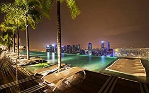 プールサイドと夜景