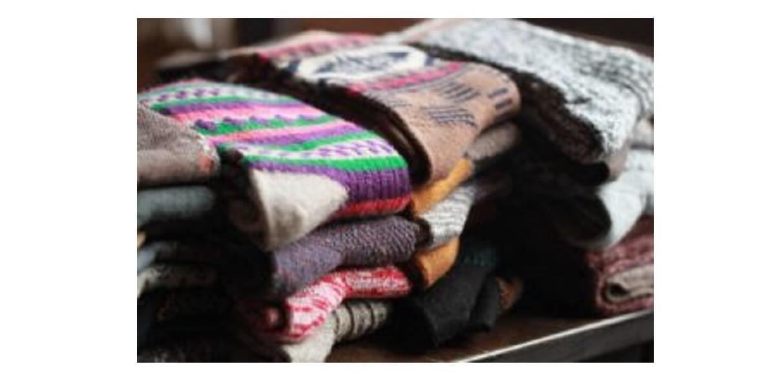 登山の靴下(ソックス)が、たくさんたたまれて重なっている