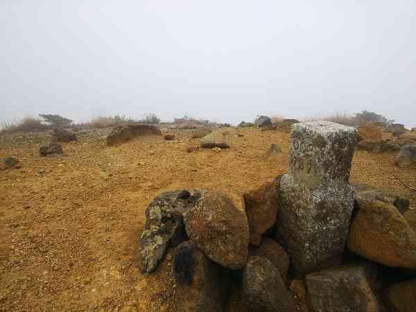 安達太良山 くろがね小屋脇 鉄山山頂